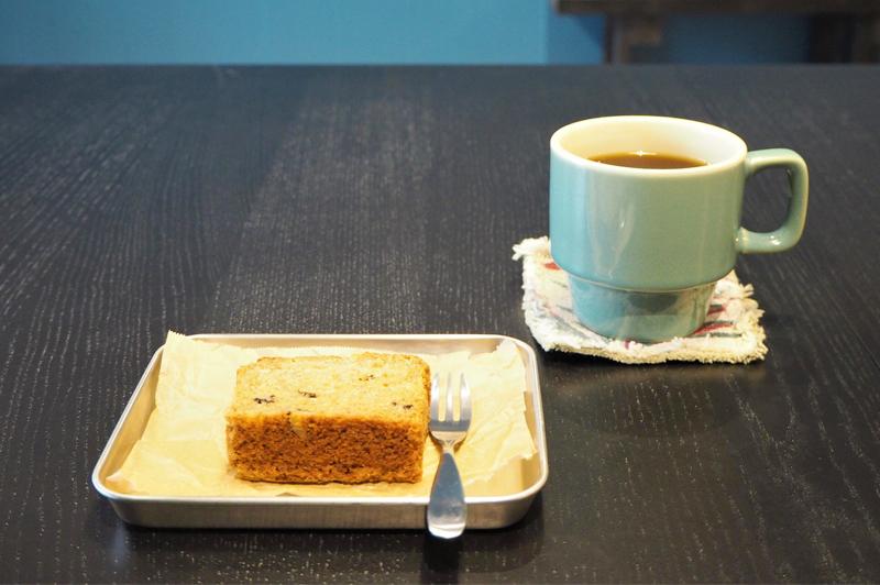 HAIKUのバナナブレッドとコーヒー