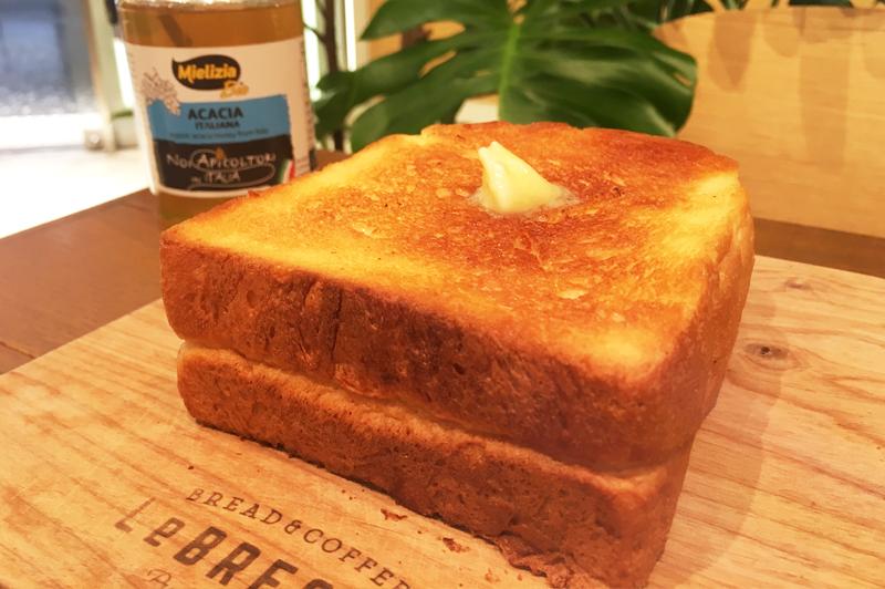 人気No.1の厚切りバタートースト