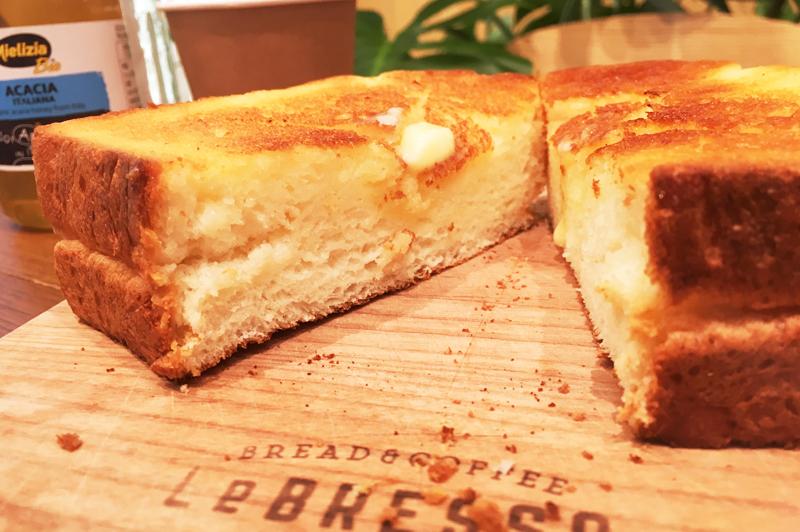 厚切りバタートーストの断面