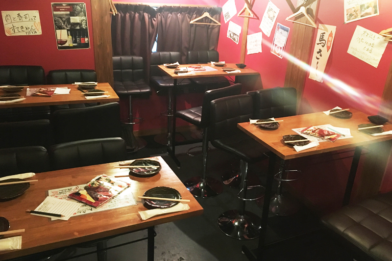 肉の寿司×焼鳥 okitaya2階のテーブル席