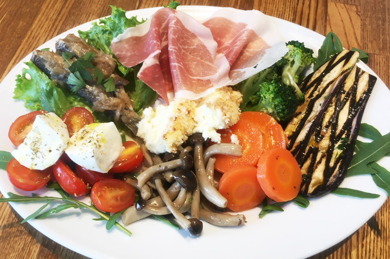 本場イタリアの味が楽しめる前菜の盛り合わせ
