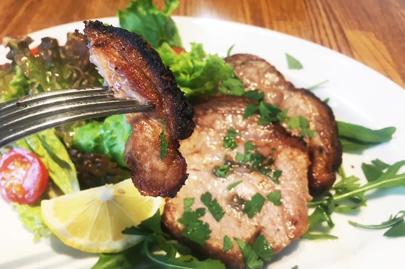 鹿児島県産のモチ豚を使用した豚肉料理