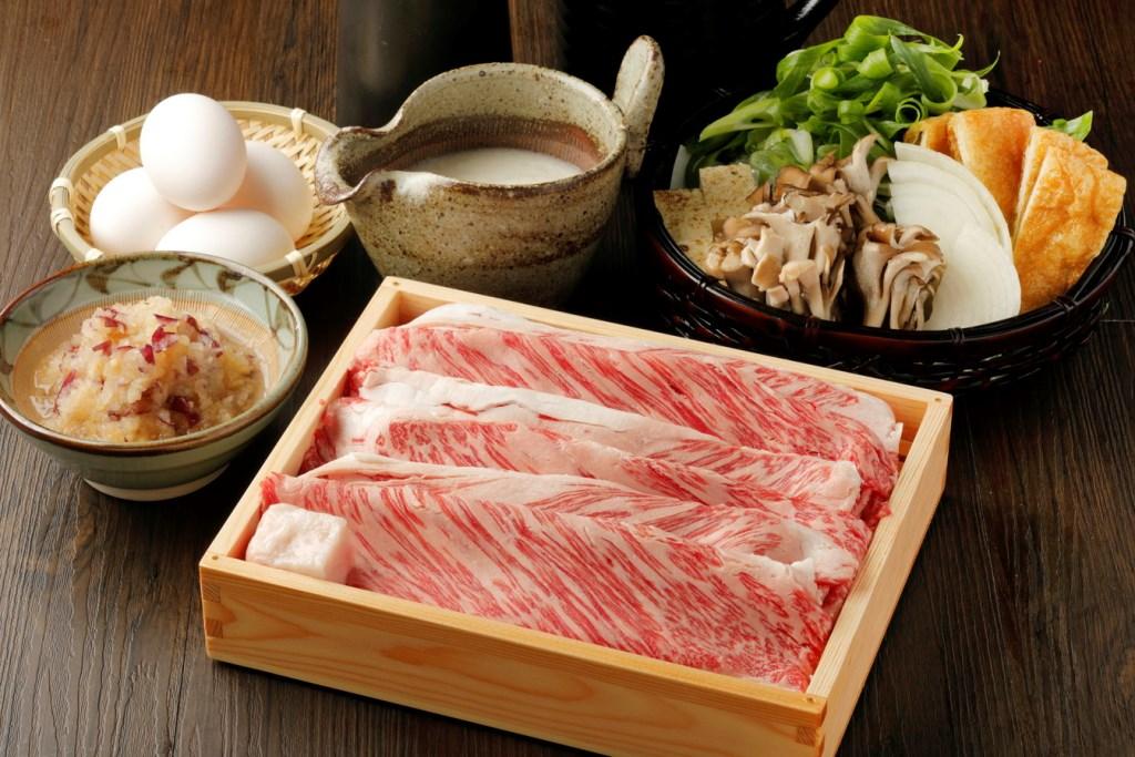「牛すき焼き 特上盛り」(1人前2,490円)