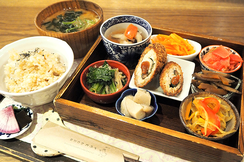 北堀江『天然食堂かふぅ』の薬膳をベースにした「養生ごはん」はおひとり様にも心強い味方