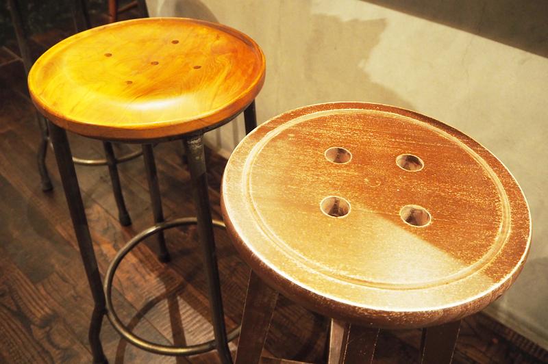 ボタンを模した椅子