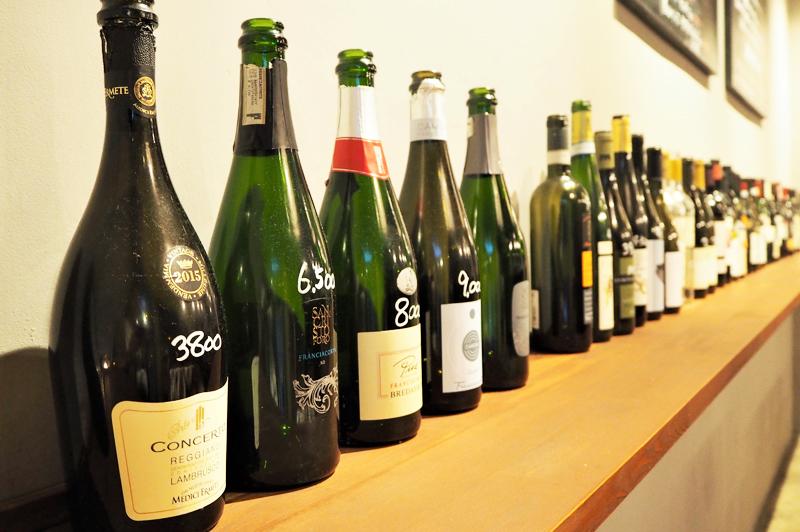 ずらりと並ぶイタリア産のワインの数々