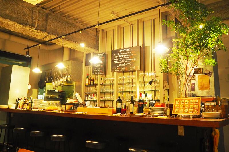 食堂Tavolinoのキッチンとカウンター