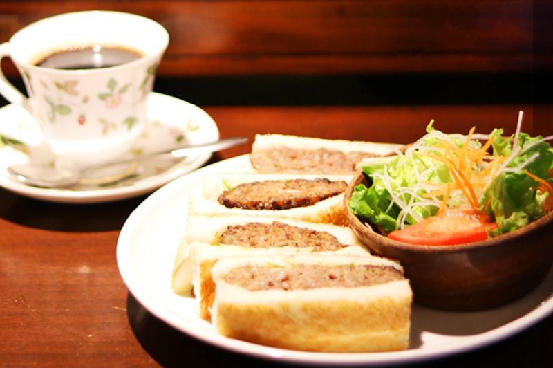 カフェ レスト フジワラのハンバーグサンドと珈琲