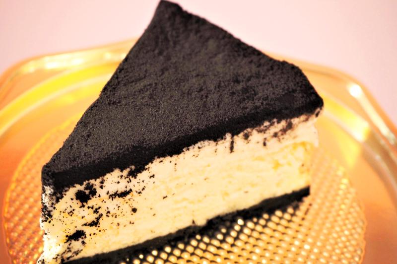 黒いチーズケーキのピースサイズ