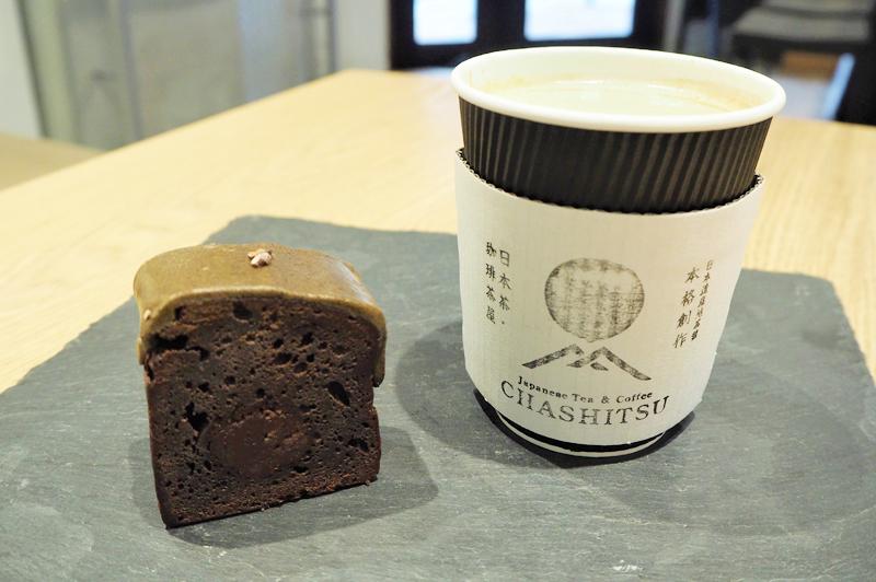 ほうじ茶と粒あんのガトーショコラと抹茶ヴィエナコーヒー