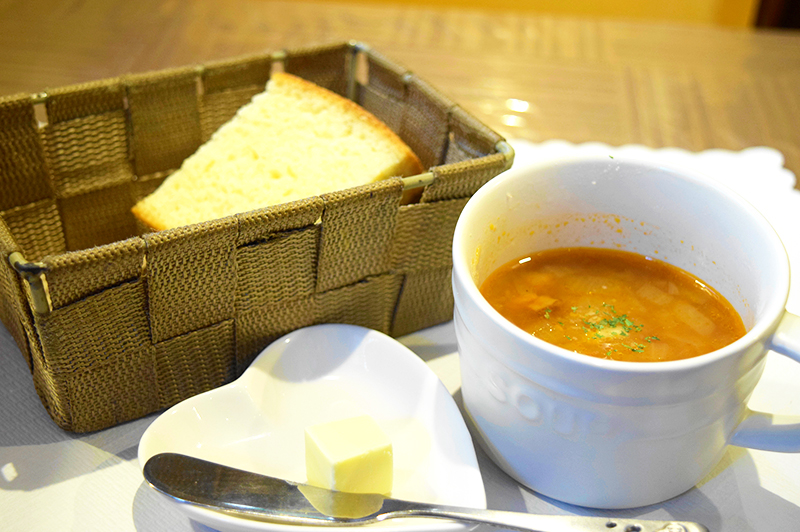 パンとスープ「ミネストローネ」が付いたパスタランチ