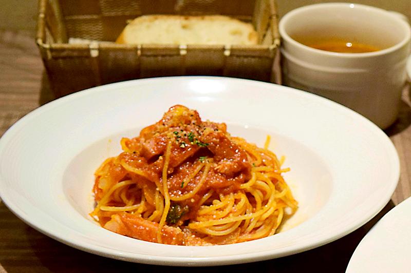 トマトソースのパスタ「ベーコンとトマト味 アマトリチャーナ風」
