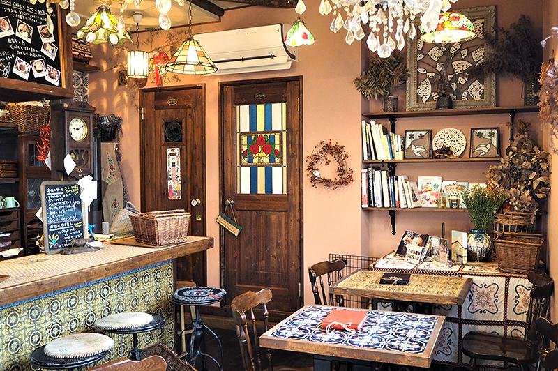 【閉店】南船場のレトロな手作り空間『カフェ みもざ』で、季節のタルトやカレーをお供に心ときめくカフェ時間を