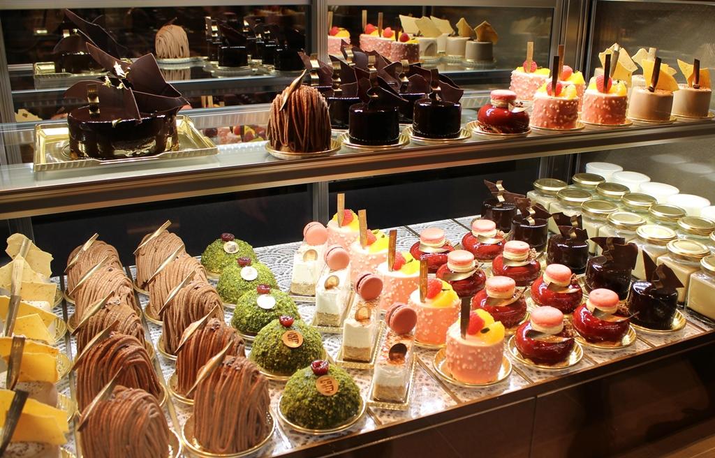新しいショコラ「黒抹茶」を使用したスイーツも! 古都・京都にショコラスイーツ専門店『パティスリー&カフェ デリーモ京都』誕生