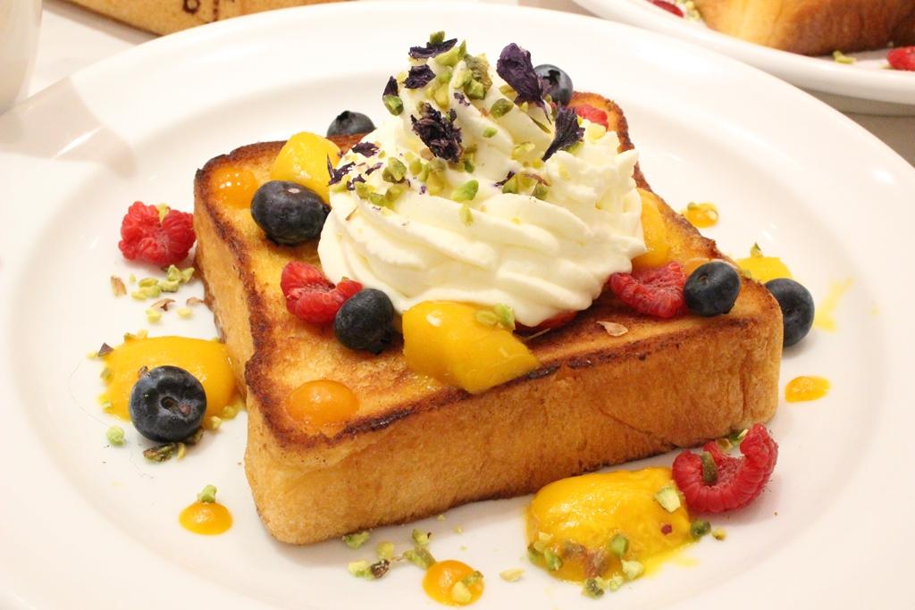 「マンゴーミルクトースト」(1,674円)