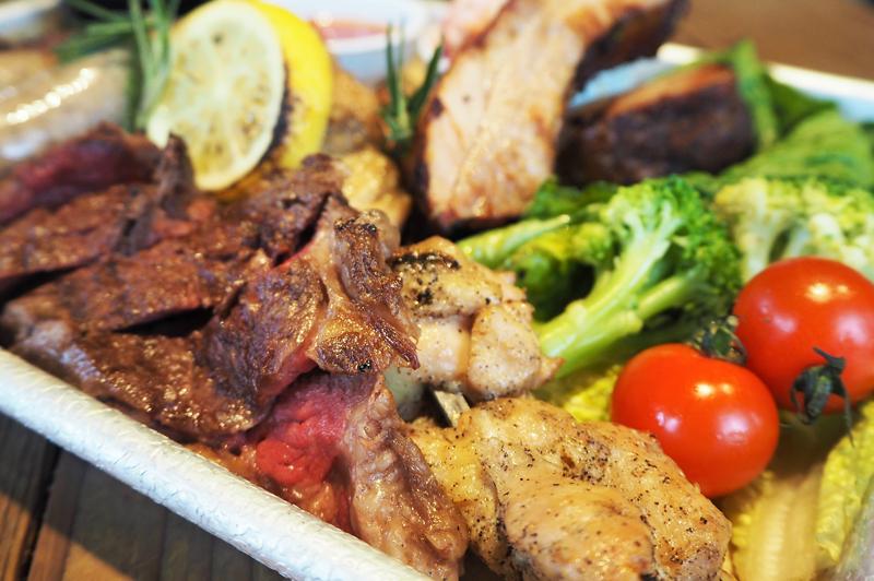 ふもと鶏ペッパーチキン串焼き、サーロイン、バックリブ