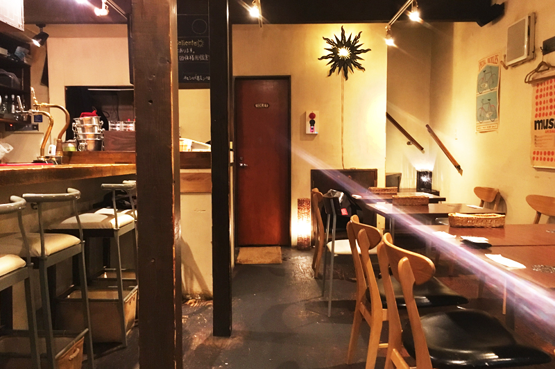 cafe and bar SOLの店内