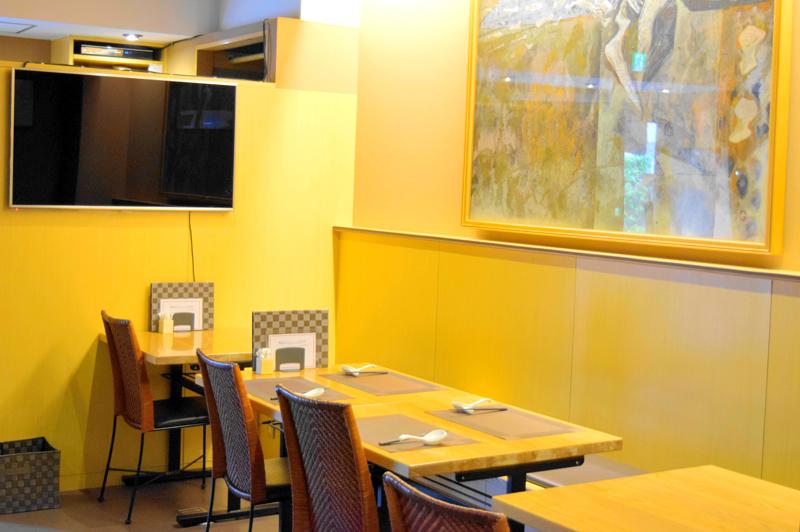 中国菜つじ岡のテーブル席
