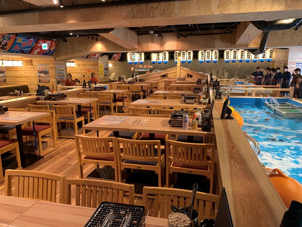 難波のど真ん中で釣り体験。釣った魚はその場で調理♪ 『ジャンボ釣船 つり吉 難波店』、4/24(水)オープン