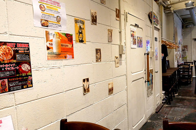 ジパングカリーカフェの白壁