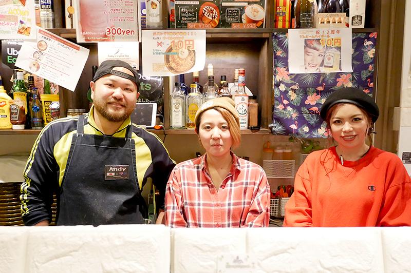 ジパングカリーカフェのオーナーとスタッフ