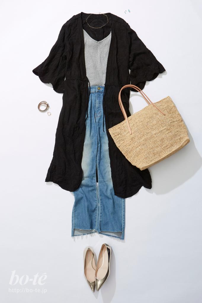 刺繍ガウンとかごバッグがボヘミアンな表情のデニムパンツコーデ