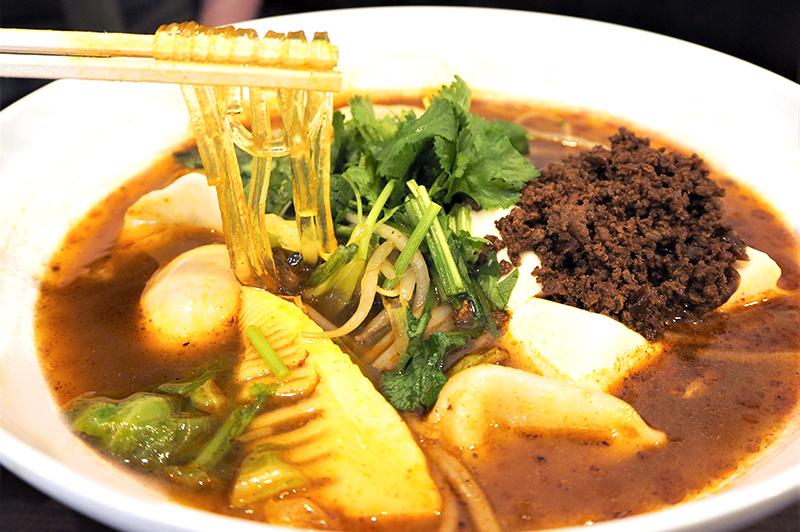 食べ方も組み合わせも無限大!なんばの『無限麻辣湯』で作る、薬膳スープ「麻辣湯」でオリジナルの一杯を