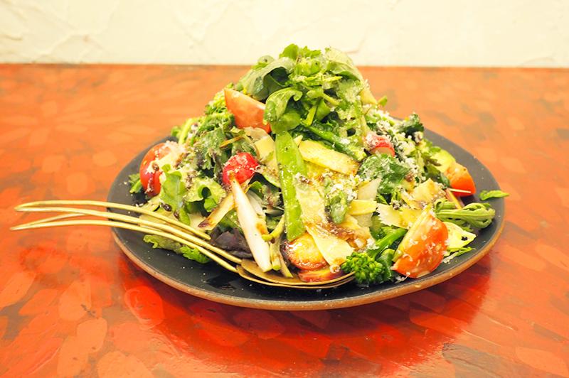 たっぷり旬野菜とチーズのサラダ~バルサミコソース~