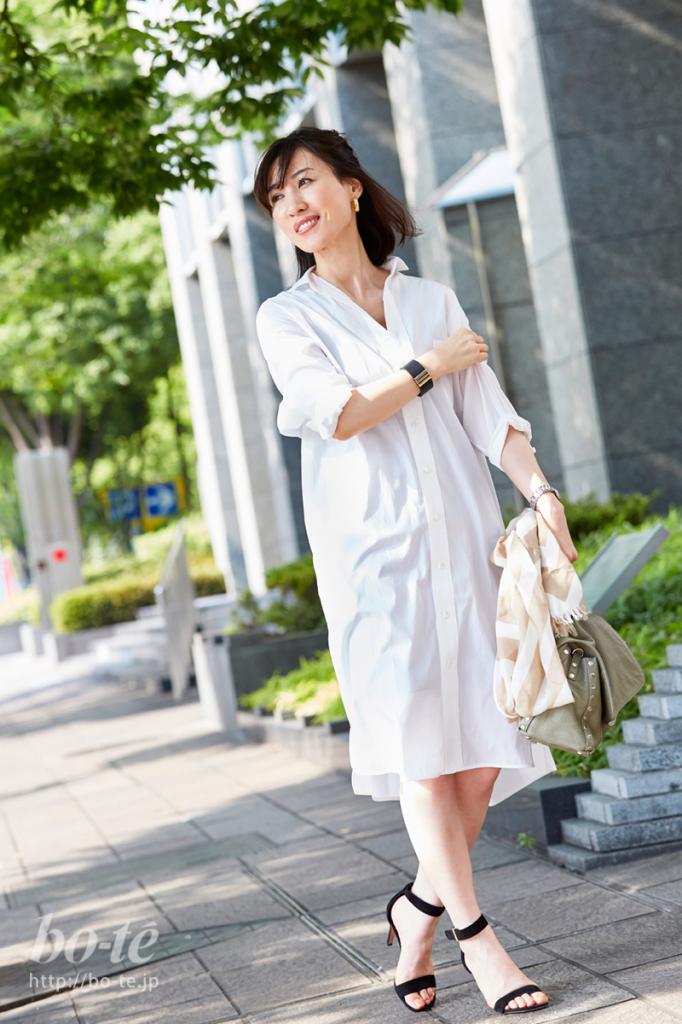 シンプルな白のシャツワンピースコーデ