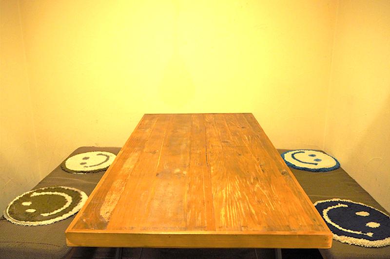 Merrymomoのテーブル席