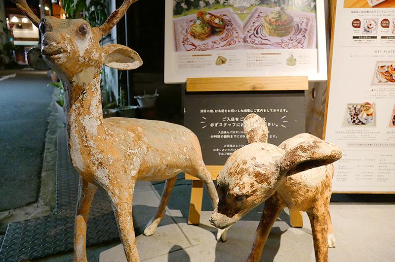 鹿の置物2頭