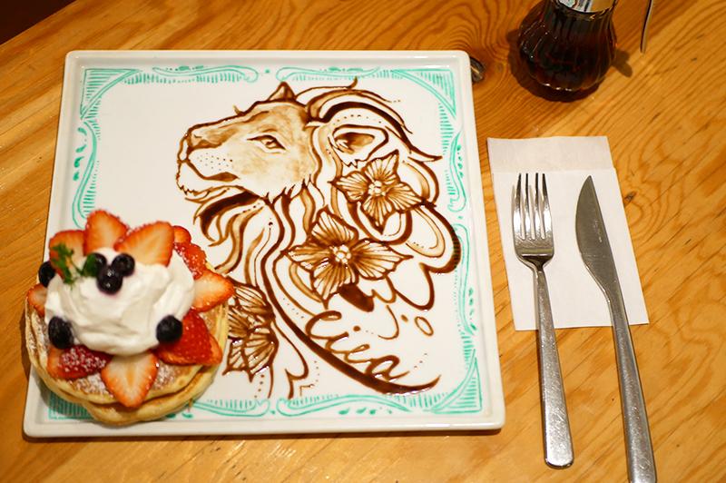 苺づくしのアートパンケーキ