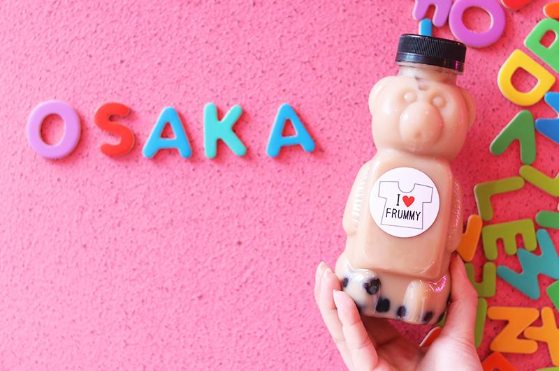 ミルクティーとOSAKAの文字