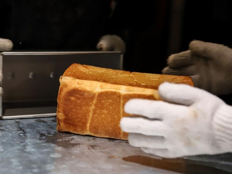 パンはすべて店内で焼き上げられています