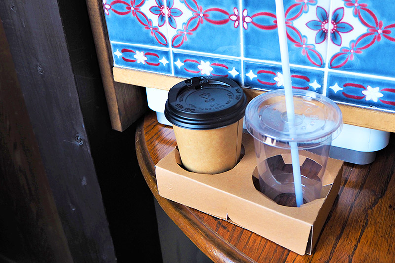 ホットとアイスドリンク用のカップ