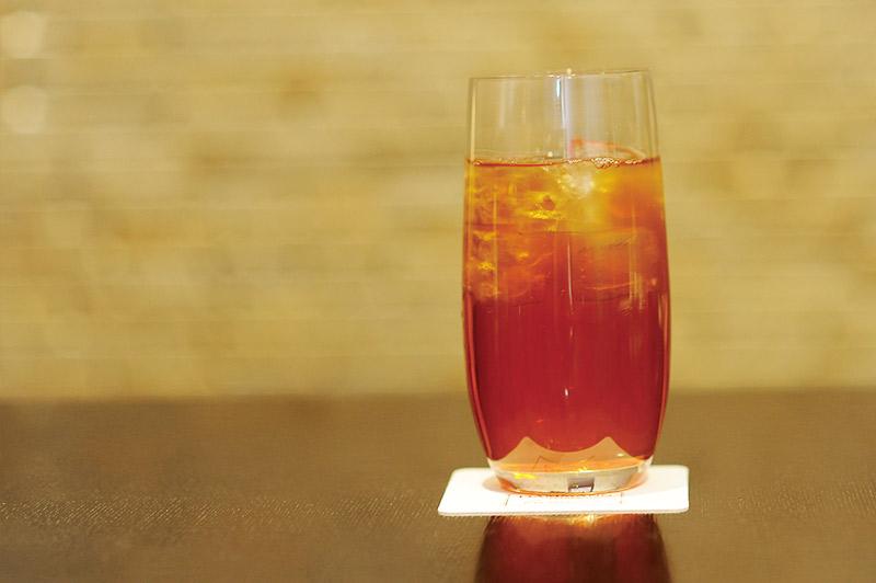 グラスに入った冷たい紅茶