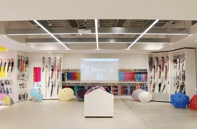 2,000種類もの傘が一堂に会する傘専門店『Waterfront SHINSAIBASHI / O…