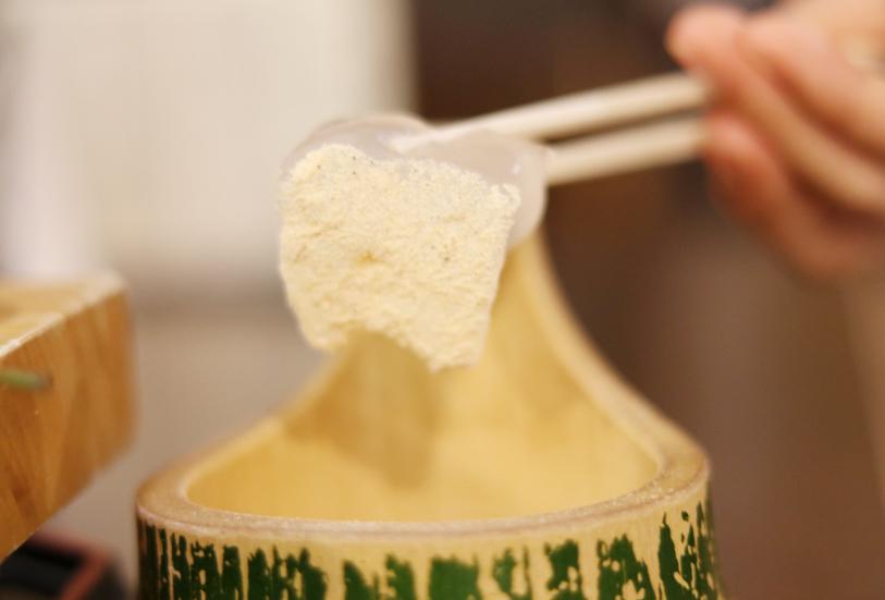 挽きたてのきな粉とわらび餅