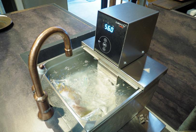 低温真空調理の機械