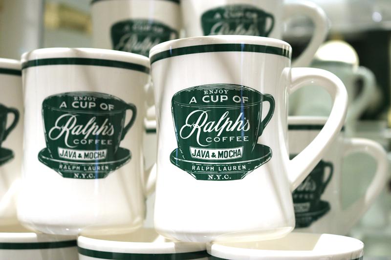 オリジナルのマグカップやコーヒーカップなども購入できます 。写真は「COFFEE MUG」(3,780円)
