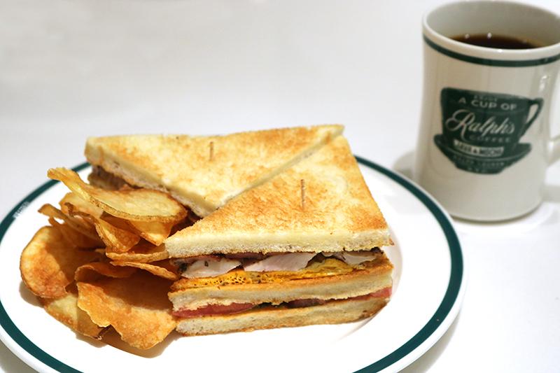 コーヒーのお供に「クラブ サンドウィッチ」(1,620円)はいかが