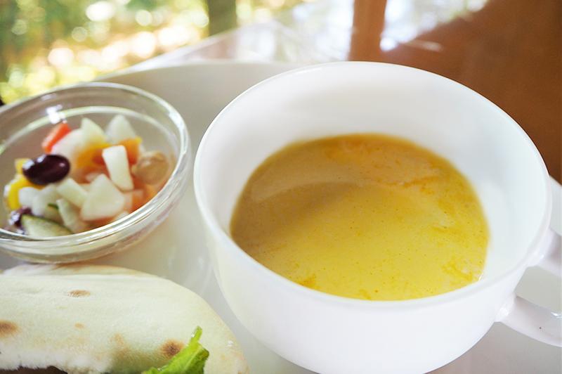 豆サラダと季節のスープ