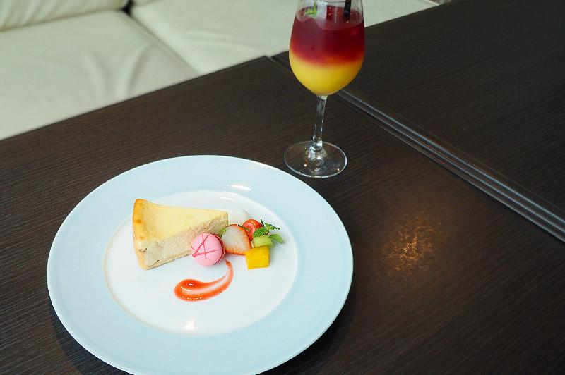 NYチーズケーキアシェットとオレンジ×ラズベリーハーバルティー