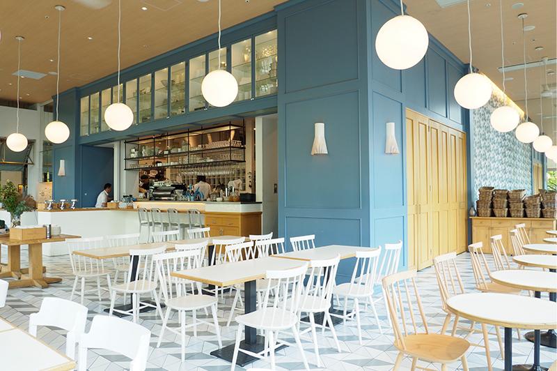 SOHOLM CAFE+DINING UMEDAの内観