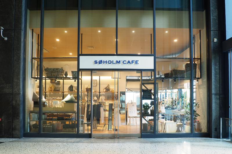 SOHOLM CAFE+DINING UMEDAの入り口