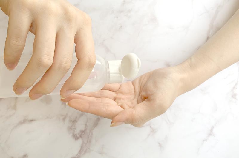収れん性化粧水をたっぷり