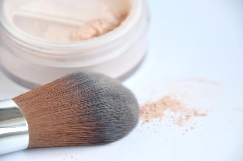 化粧直しはフェイスパウダーを使う