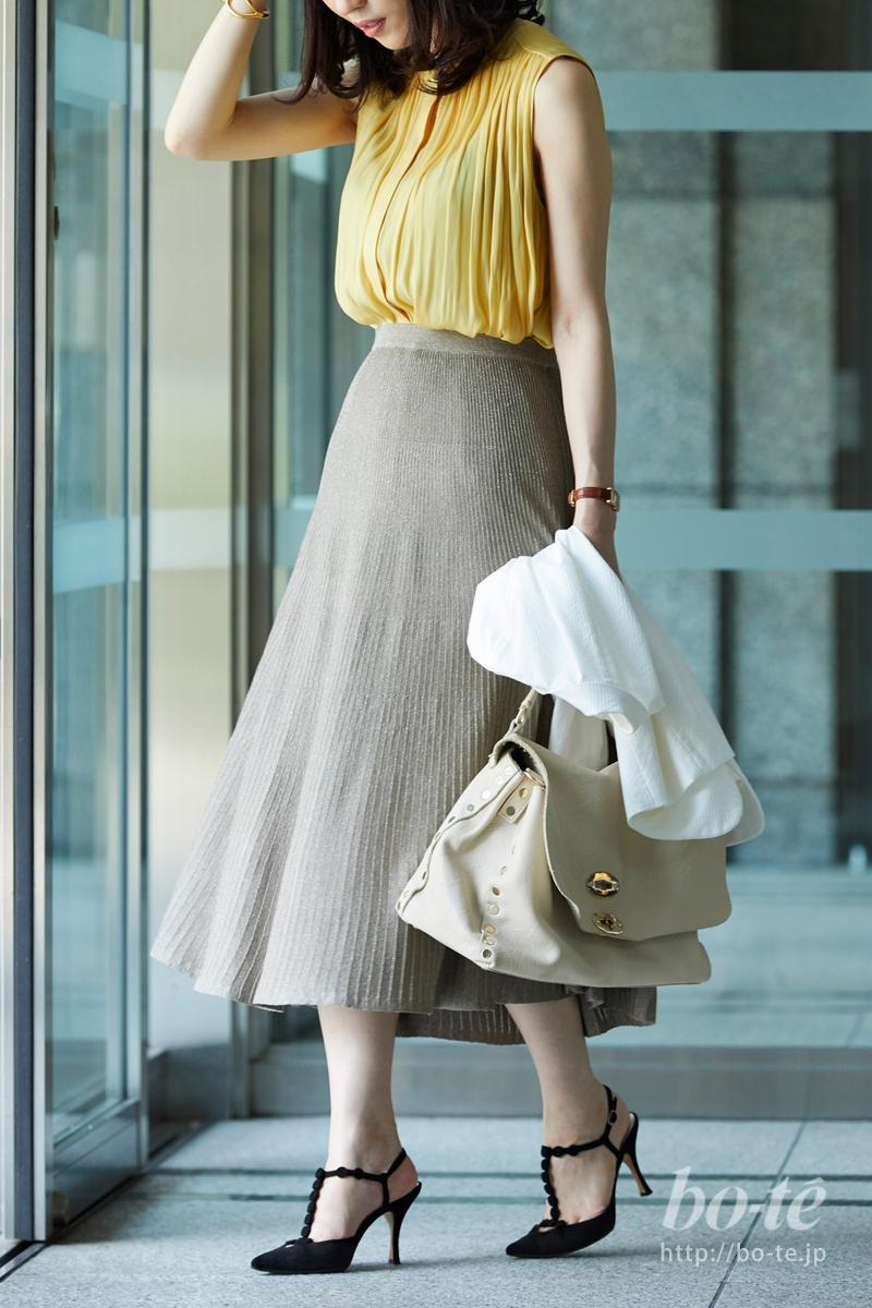 細やかなプリーツときらめくラメが美しいスカート
