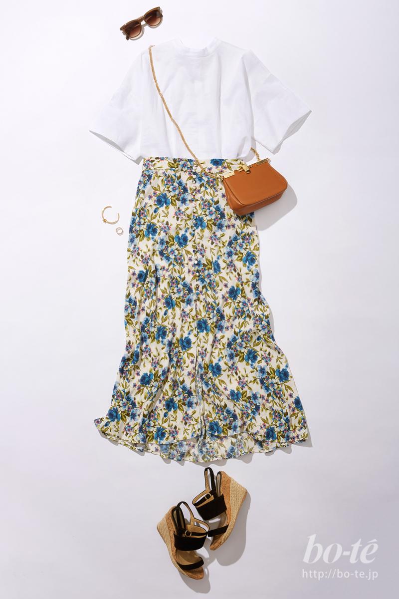 ロマンチックな花柄スカートにクロスボディして軽やかに