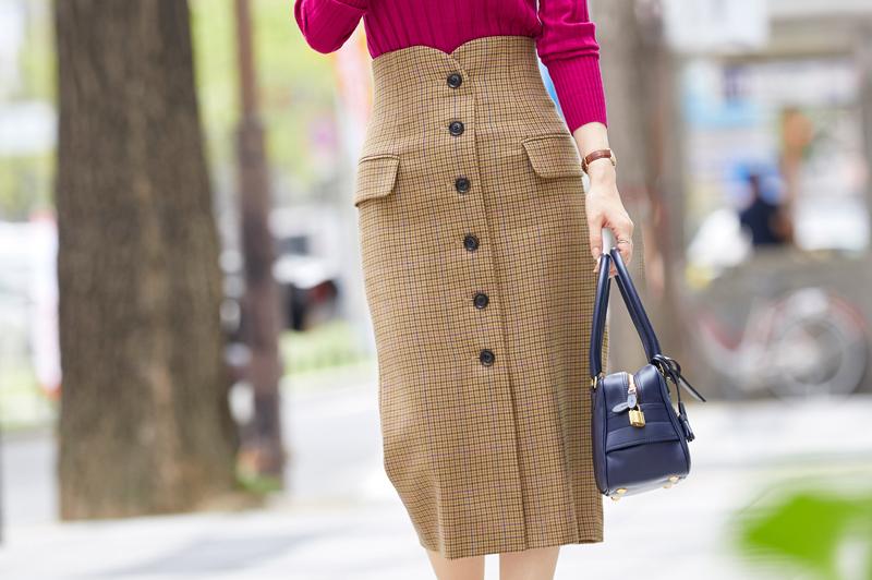 黒じゃない《タイトスカート》持ってる?秋美人のオフィスカジュアル